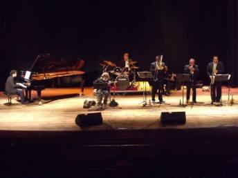 Tocando en el Teatro Municipal de Puerto Cabello con UC Jazz (2015)